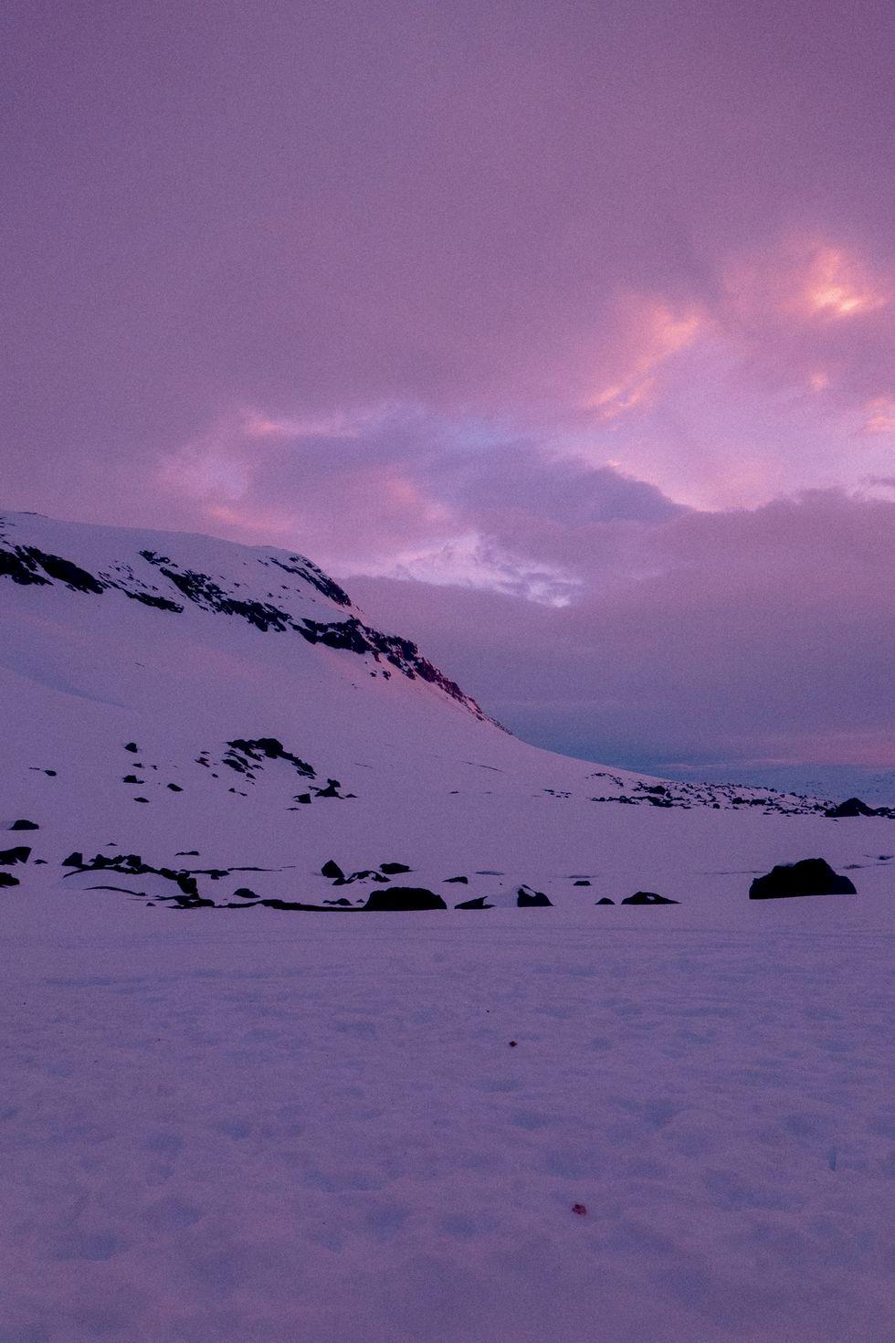 Video: Kallsnö och midnattssol - drömskidåkning i bergen runt Kebnekaise med Kristofer Turdell