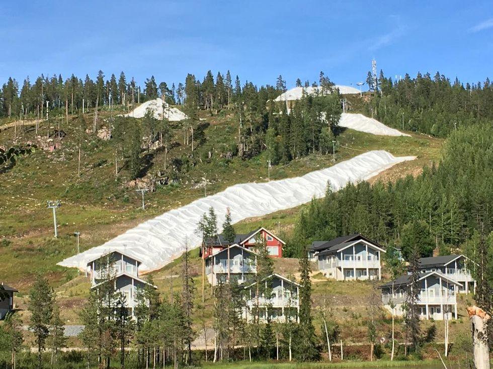 Trendspaning bland svenska skidorter: Garantera tidig öppning med snö från förra vintern