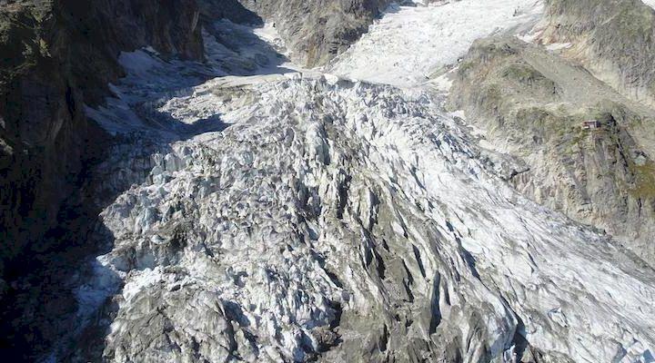 Glaciär på Mont Blanc nära kollaps