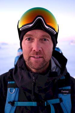 Skuggornas mästare: bildspecial med Oskar Enander