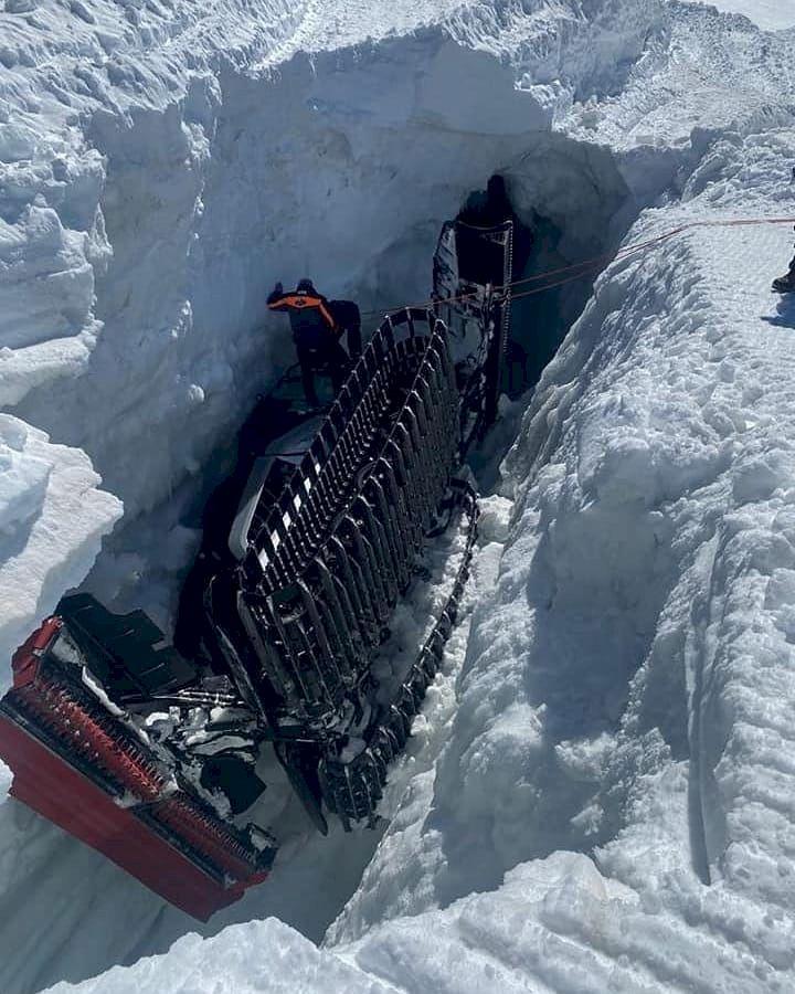 Skidsnack v16 - pistmaskin föll ner i glaciärspricka