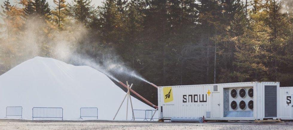 Vallåsens snöfabrik är redan igång
