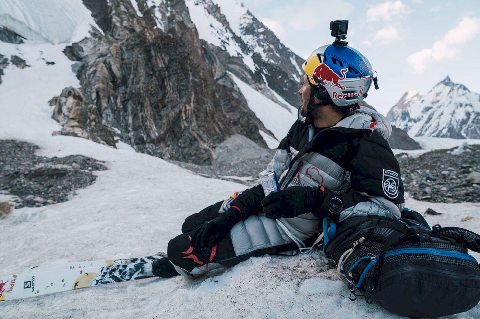 Världsrekordförsök med skidor utför Everest