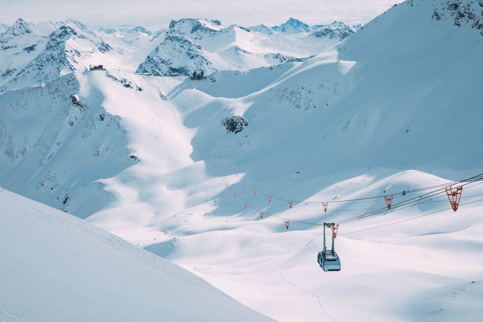 Ta tåget till skidåkningen i Schweiz