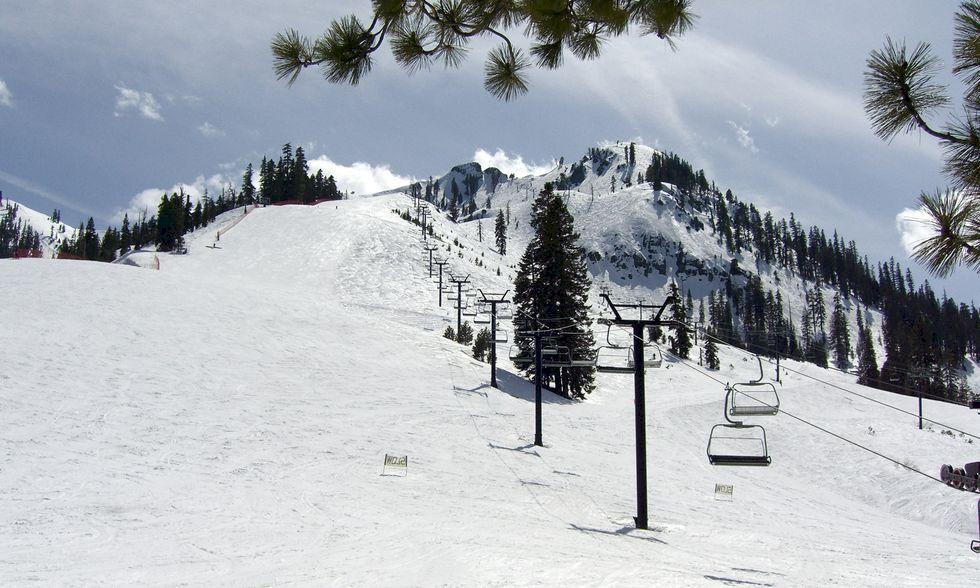 18 meter snö ger rekordlång säsong i Squaw Valley