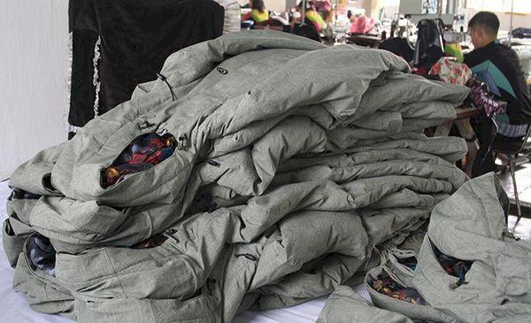 Klädjätten tillverkar skidjackor under slavliknande förhållanden