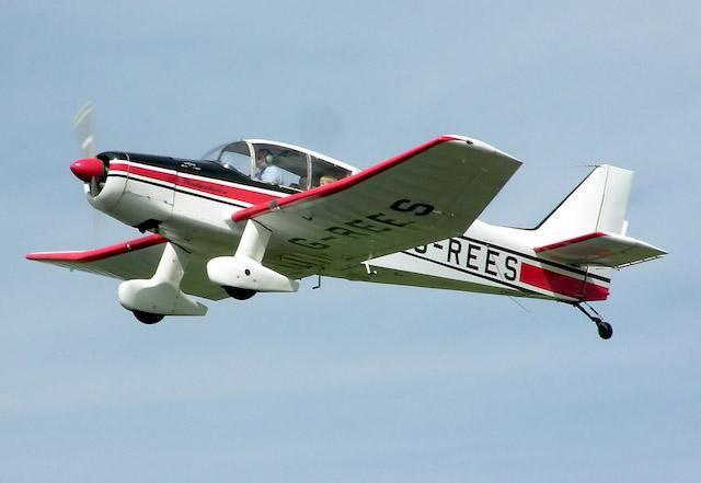 Skidåkare svårt skadad efter att ha blivit träffad av flygplan i backen