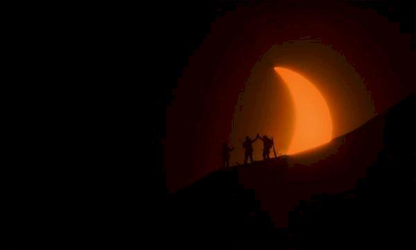 Skidåkning i solförmörkelse på Svalbard