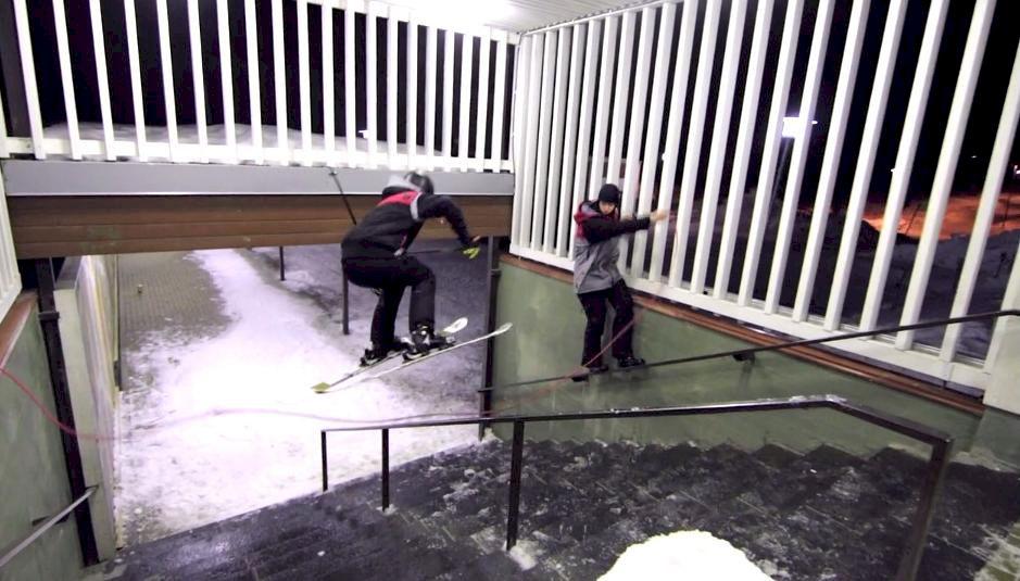 Sjuk idé – hoppar hopprep på räcke med skidor