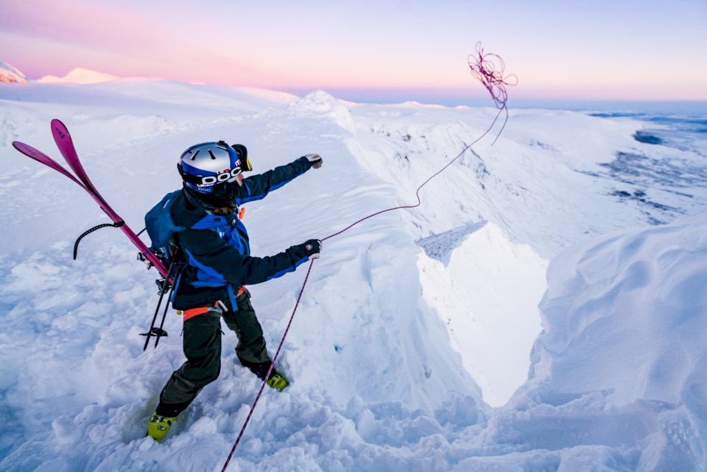 Insteget till den övre rännan. 60 meter rep räckte den här gången. Foto: Emrik Jansson