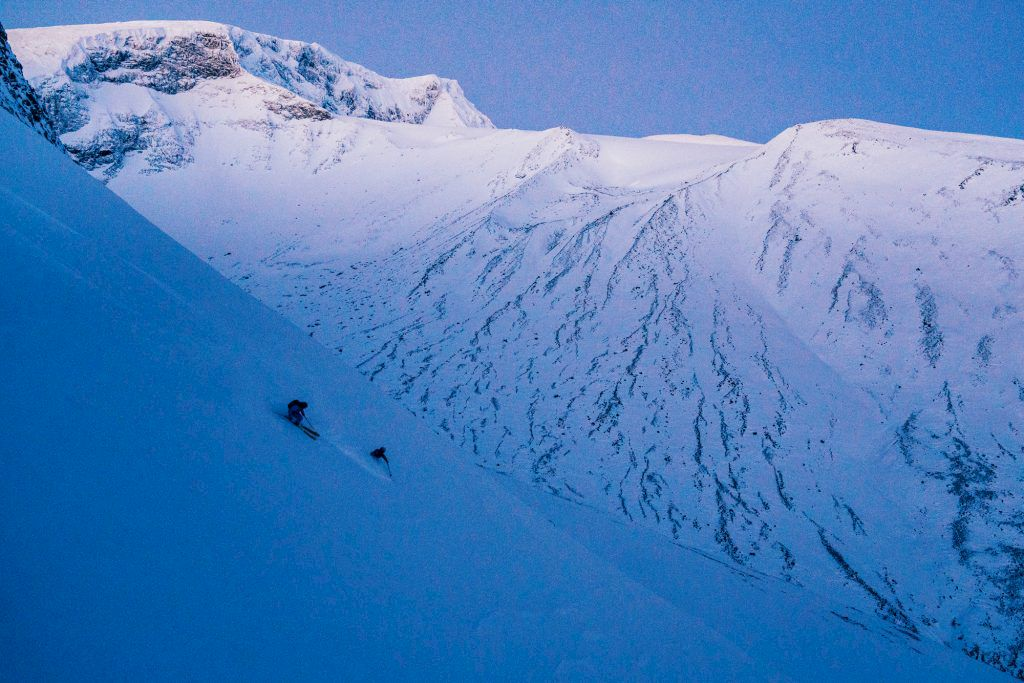 Nedre delen av åket. Kebnekaises toppar i bakgrunden. Foto: Emrik Jansson