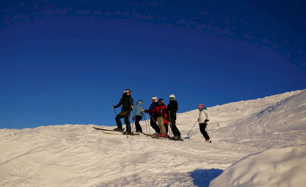 Ett peppat gäng skidåkare på Åreskutan. Fot: InspireUs