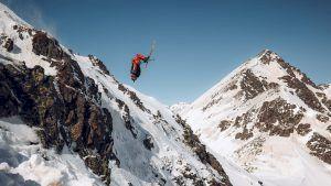 David Deliv lägger av en stor bakåtvolt i Andorra. Foto: FWT