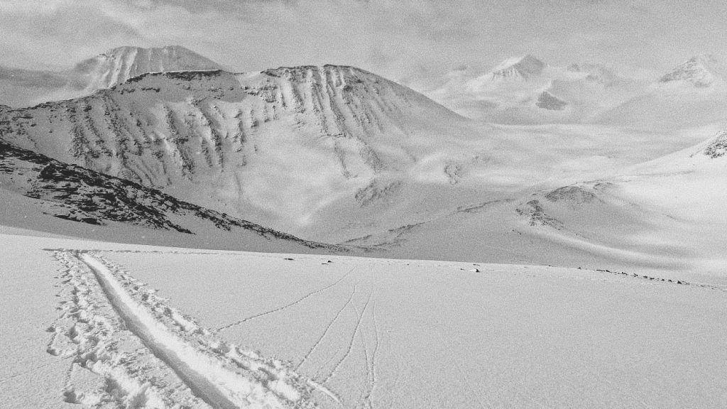 Vägen upp på den sista av projektets 12 toppar. Foto: Arctic 12