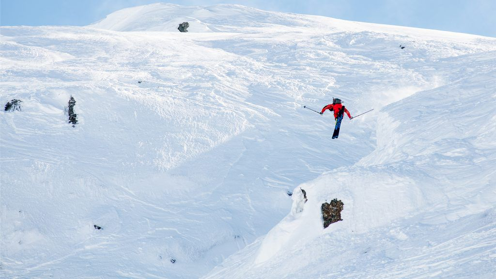William Larsson mitt i en stor 360 in i Ravinen. Foto: Erik Westberg